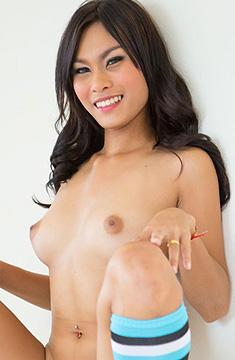 顔、体とも完璧な18歳タイ美女なBalloon バルーンちゃん