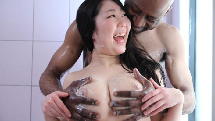 飢えているぽっちゃり巨乳持ちの女子○生を黒人にに生ハメさせる Pt1 フェラ版
