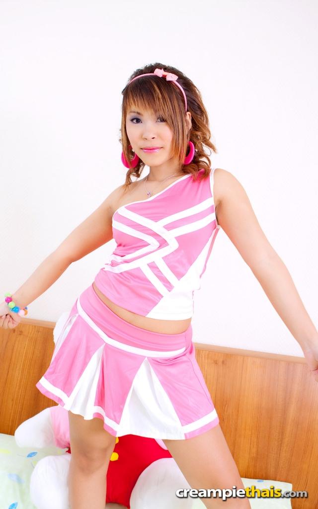 タイ美少女Pinkちゃんのピンクミニスカのコスプレ